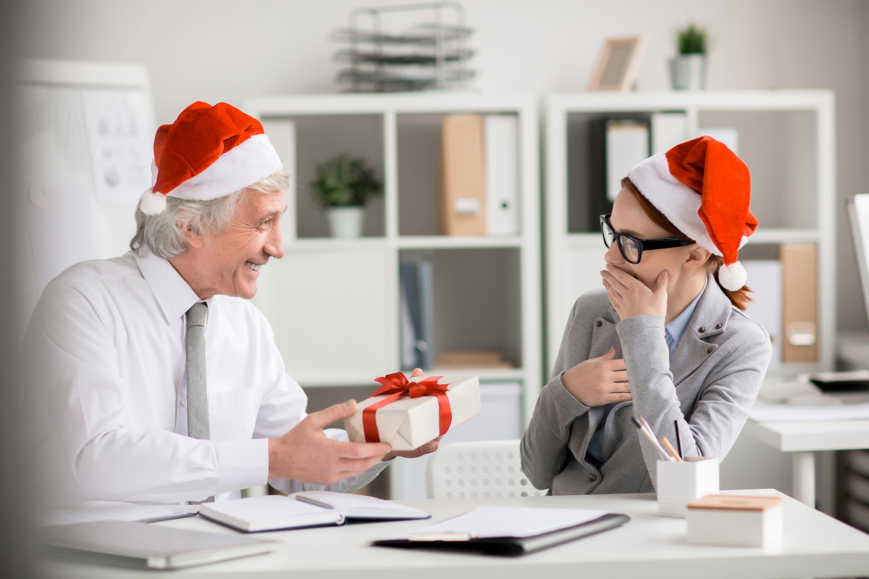 3 ideias de decorações de natal para o seu escritório
